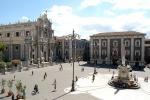 Protesta dei senzacasa a Catania, riaperto il Duomo