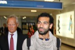 Roma è già pazza per Salah: bagno di folla al suo arrivo in aeroporto