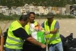 Rifiuti sulla spiaggia di Vergine Maria a Palermo