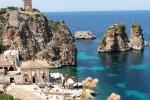 Tonnara di Scopello - Castellammare del Golfo. Fino a pochi anni fa non troppo conosciuta, si caratterizza per la maestosità dei faraglioni.