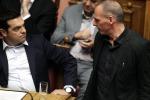 Varoufakis attacca Tsipras: ha ceduto L'ala dura di Syriza: Grecia umiliata