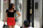 Valerio Staffelli, l'inviato di Striscia si improvvisa fotografo per... sua figlia Rebecca: set in centro a Milano