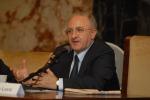 """""""Istigazione a voto di scambio"""" per referendum, De Luca indagato"""