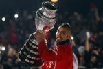 Arturo Vidal alza la Coppa America