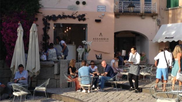 assaggia, Sicilia, Società