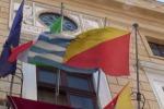 Palermo, la bandiera greca sventola a Palazzo delle Aquile - Video