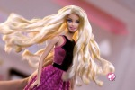 Barbie torna al cinema e diventa... principessa rock - Video