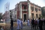 Un'autobomba esplode davanti al consolato italiano al Cairo: l'Isis rivendica l'attentato