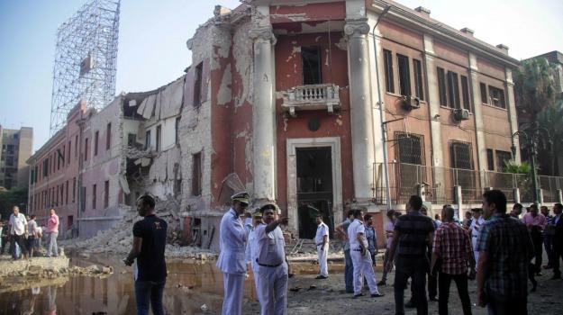 autobomba, consolato italiano, egitto, feriti, Il Cairo, Sicilia, Mondo