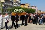 Gelese di 36 anni morto in viaggio di nozze, in migliaia ai suoi funerali - Video