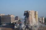 Detroit, storico albergo abbatutto in pochi secondi: il video dell'implosione