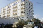 Esplode camion davanti a un hotel di Mogadiscio, strage in Somalia