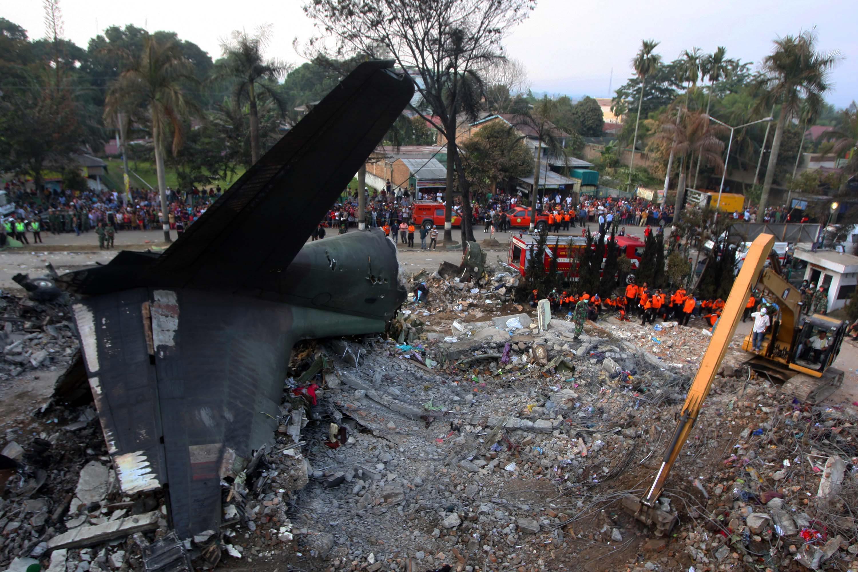 Incidente Aereo Nell Isola Di Sumatra Recuperati Piu Di 140 Corpi Giornale Di Sicilia