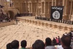 Ragazzini uccidono 25 soldati nel teatro di Palmira, nuovo video orrore dell'Isis