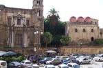 Piazza Bellini, gli scrigni che incantano i turisti: ma nei giorni festivi si rischia di restare fuori