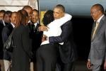 Abbracci calorosi tra il presidente Obama e la sorellastra Auma - Le foto