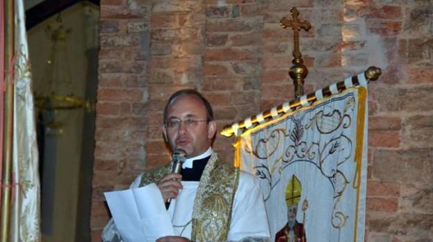 abusi, prete, Palermo, Cronaca