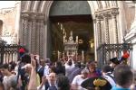 I palermitani sfidano il caldo per la Santuzza, le voci dei fedeli in Cattedrale - Video