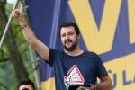 """Salvini: """"Soldi al Sud? Inutile mandarli se li sbattono nel cesso"""""""