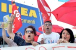 Ikea, negozi aperti ma i lavoratori non fermano la protesta