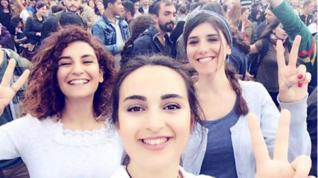 attentato kamikaze, selfie, Turchia, Sicilia, Mondo