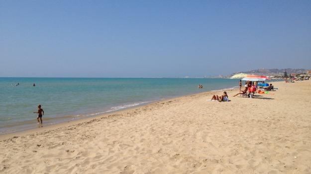 licata, rifiuti, spiaggia, Agrigento, Cronaca