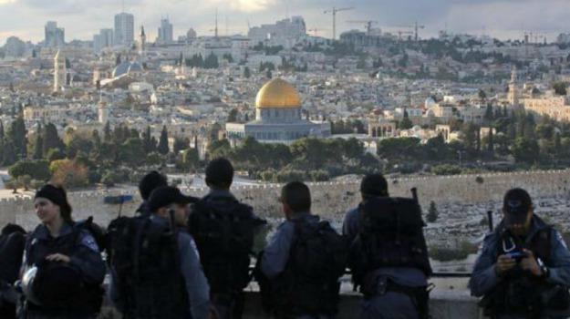 gerusalemme, palestinesi, polizia israeliana, scontri, spianata moschee, Sicilia, Mondo