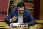 Tsipras resta al Governo, ma punta al rimpasto: approvate prime riforme in Parlamento