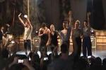 Canti, balli e tanti applausi: i ragazzi di Amici sul palco a Trabia - Video