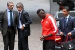 """Balotelli: """"Milan nel cuore"""". Alle visite in tuta e scarpe rosse"""