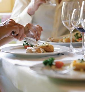 Quattro bistecche e fritture miste: conto da 1100 euro in un'osteria di Venezia