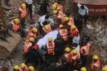 I soccorritori dopo il crollo