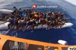 Migranti, sbarcano a Pozzallo in 337