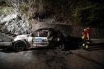 Auto in fiamme durante una gara di rally, due morti carbonizzati a Carlazzo: le foto