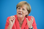 "Raid russi in Siria, la Merkel ""inorridita per le sofferenza provocate"""