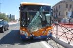 Malore guidando il bus, ragazza prende il comando e salva tutti