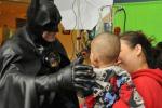 Usa, si travestiva da Batman per i bimbi malati: morto Lenny B. Robinson