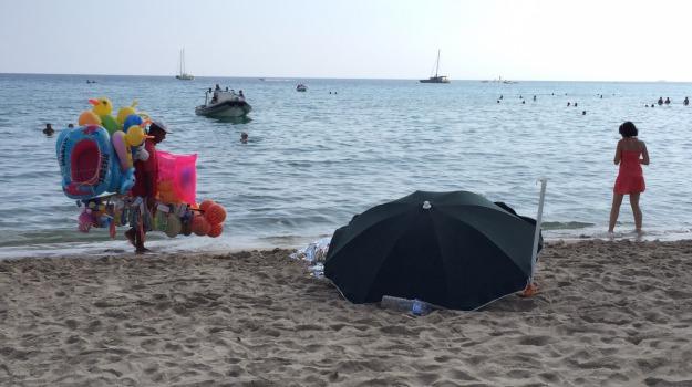 cadavere, mare, mondello, spiaggia, Palermo, Cronaca
