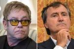 """Banditi i libri sui """"gender"""", Elton John attacca il sindaco di Venezia: """"Bigotto"""""""