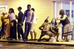 Ferguson ricorda il ragazzo nero ucciso: spari e violenze durante il corteo