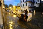 Nubifragio si abbatte su Firenze: città allagata, saltano i collegamenti