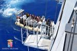 Altri settecento migranti in arrivo tra Pozzallo e Augusta: salvati nel Canale di Sicilia