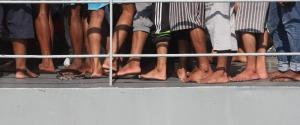 """Barca con 450 migranti nel Mediterraneo. Nuovo scontro Italia-Malta, Salvini: """"Non deve arrivare qui"""""""