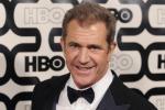 """""""Spinta e insultata"""", fotografa accusa di aggressione Mel Gibson"""