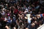 Migranti: nave Peluso con 200 a bordo approda a Catania