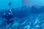 """Monolito di 12 metri nel Canale di Sicilia, """"è il segno di antiche popolazioni"""" - Foto"""