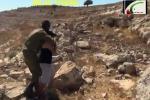 Soldato blocca con forza ragazzino, arrestato italiano che filmò la scena
