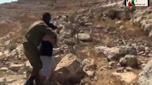 ragazzino palestinese, soldato, video virale, Sicilia, Mondo