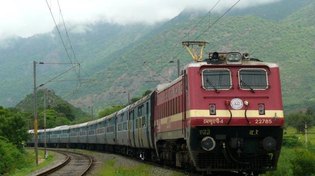 cadavere, india, treno, Sicilia, Mondo
