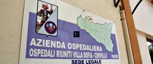 Ragazzino travolto in via Duca della Verdura, ferito: caccia ad un motociclista